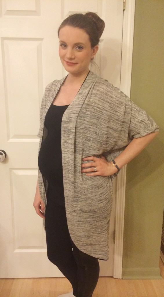 maternitystyle-openfrontsweater-targetstyle-leahtackles.jpeg