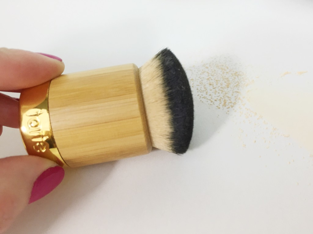 leahtackles-tarteamazonclayfoundationbrush-review-leahtackles.jpeg