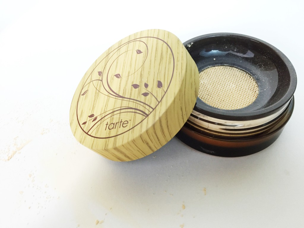 tarteamazonclayairbrushfoundation-review-leahtackles.jpeg