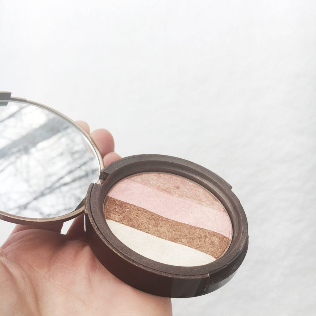 toofacedsnowbunnybronzer-leahtackles-review.jpeg